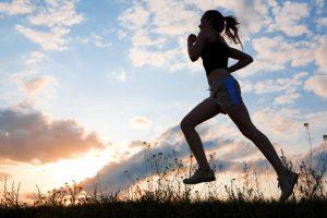 Un corretto stile di vita ci aiuta nella gestione del gonfiore intestinale