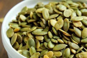 I semi di zucca sono uno dei 10 alimenti antivirali che aiutano il nostro sistema immunitario